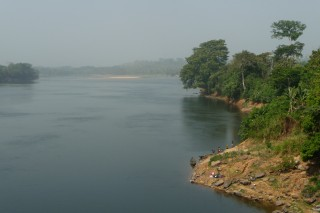 Flusseinblick in Ostnigeria