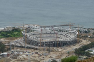Suedafrika bereits im Fussballfieber -  das neue Green Point Stadium in Kapstadt