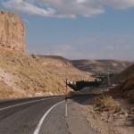 Strasse durchs Tal in Kappadochien